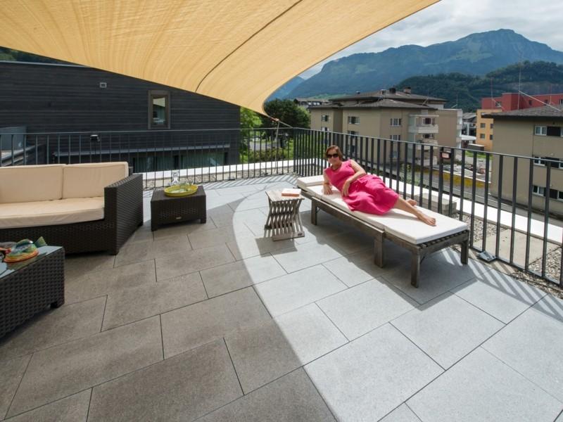 gestaltungsideen-zum-leben-mit-naturstein-terrassengestaltung