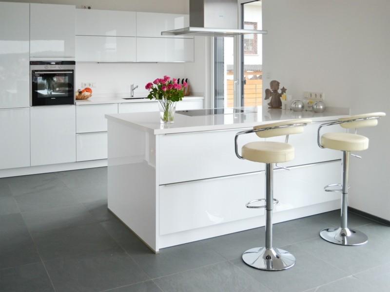 gestaltungsideen-zum-leben-mit-naturstein-moderne-kuche