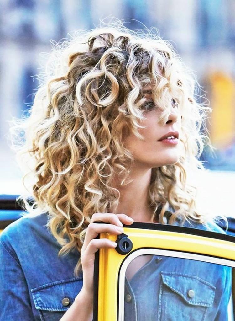Haare Mit Natürlichen Locken Pflegen Einige Nützliche Tipps