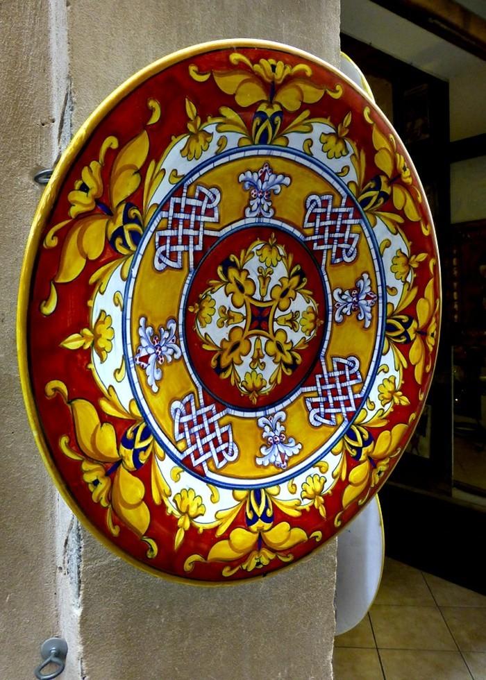 majolika keramik italien exponat hangemacht muster traditional geschirr modern