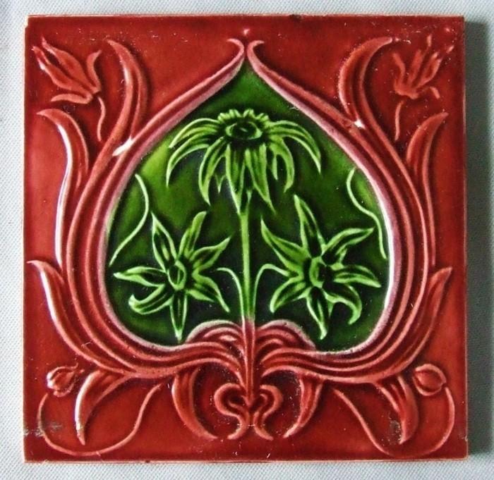 majolika keramik italien exponat hangemacht muster traditional rot grun
