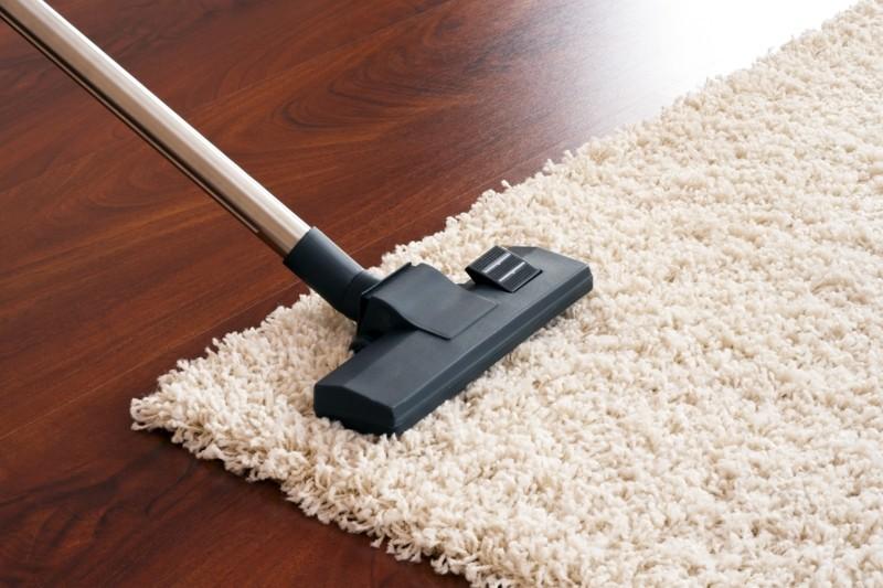 Teppich selber reinigen Hausmittel gegen Teppichflecken