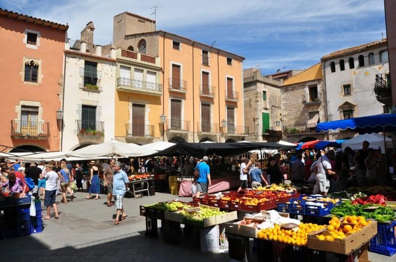 Wochenmarkt und Aktiendepot Spain Catalonia Torroella de Montgrí
