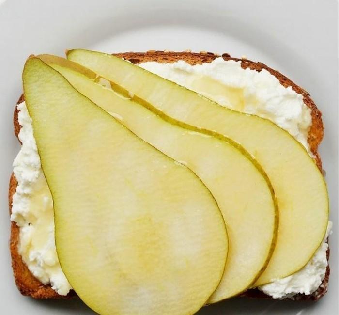 frühstücksideen frühstücksideen avokado gesund brot basilikum rikotta birne