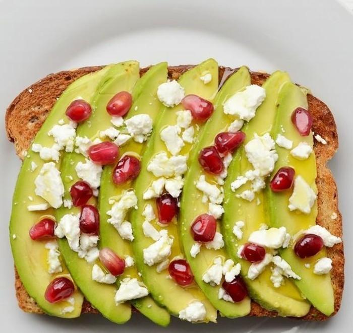 brotaufstriche frühstücksideen avokado gesund brot1