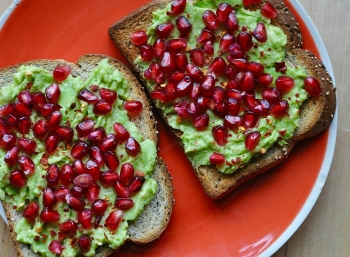 brotaufstriche frühstücksideen avokado gesund brot2