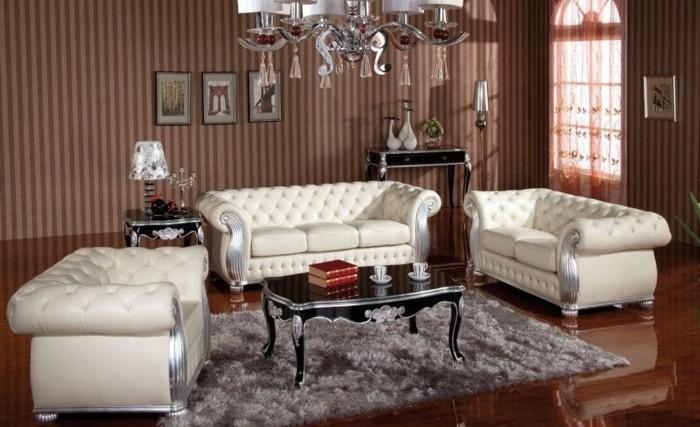 englischer landhausstil chesterfield sofas weis leder hochflorteppich grau kronleuchter