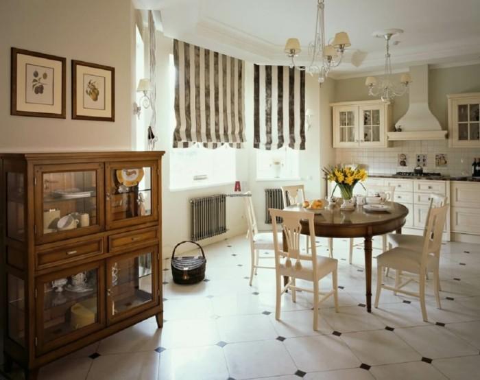 englischer landhausstil kucheneinrichtung rustikaler wohnstil runder esstisch weise stuhle