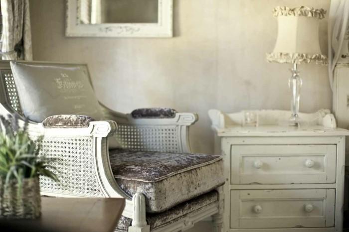 englischer landhausstil wohnzimmer ideen sessel rattan kommode nachtkonsole