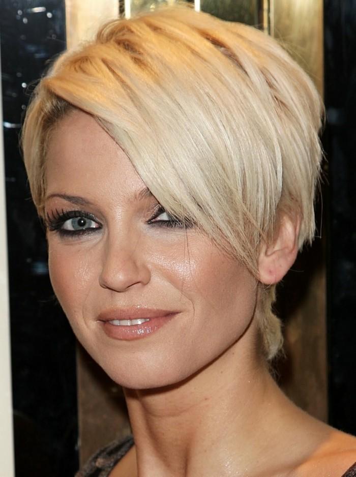 frisuren frauen kurz blond widder