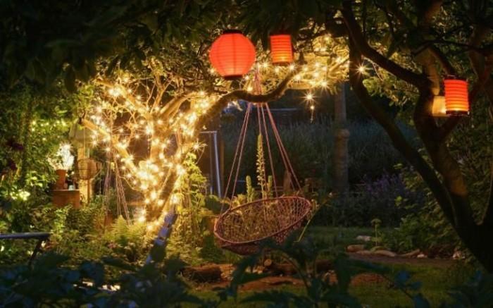 garten gestalten bilder garten beleuchten hängesessel lichterketten