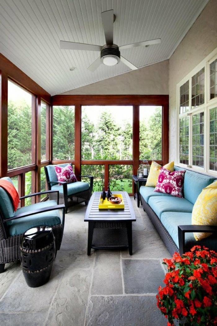 garteneinrichtung terrasse gestalten bodenbelag ideen pflanzen dekokissen