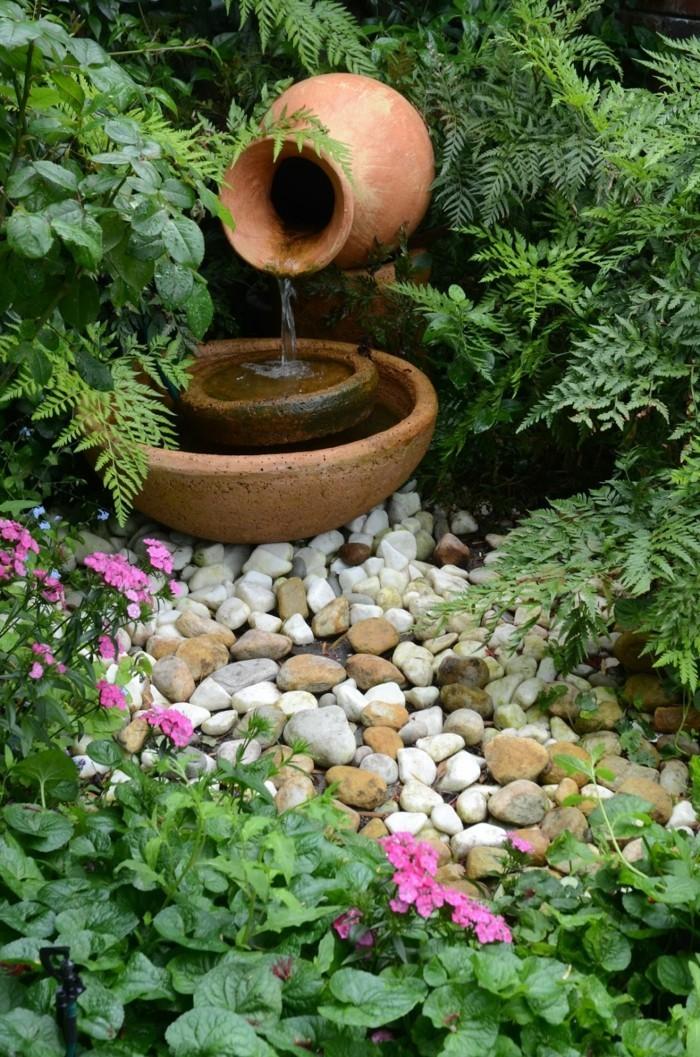 gartengestaltung ideen gartenbrunnen steine blumen