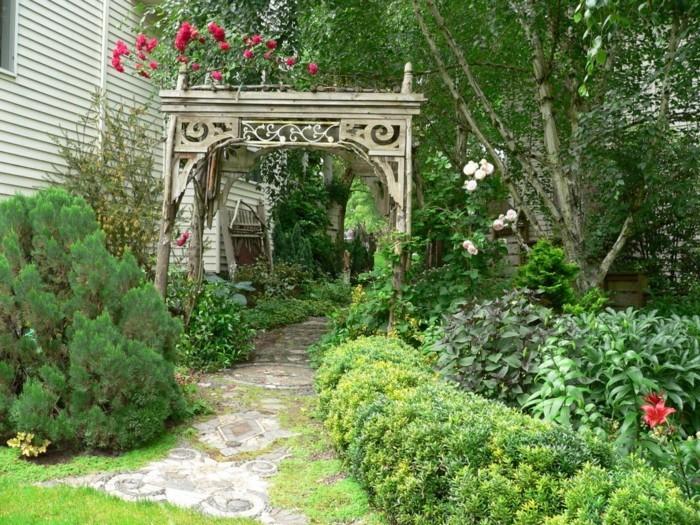 gartengestaltung ideen pergola romantisch gartenpflanzen gartenweg