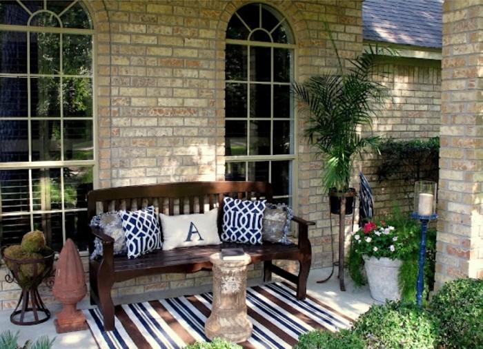 gartengestaltung ideen teppich streifen sitzbank pflanzen terrasse