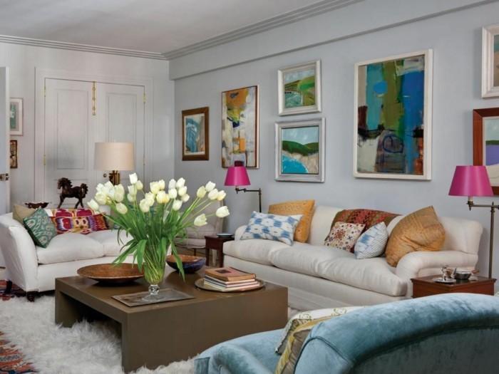 innendesign eklektischer einrichtungsstil wohnzimmer tulpen weißer teppich