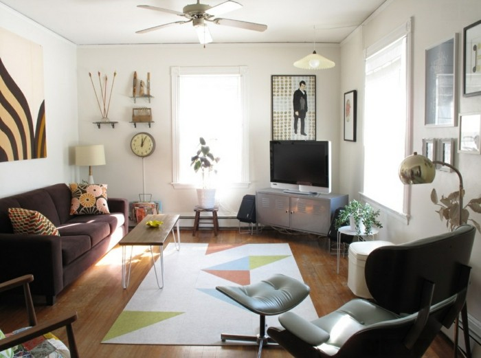 innendesign eklektisches wohnzimmer geometrischer teppich relaxsessel