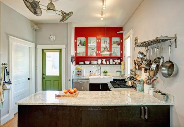 innendesign ideen retro küche grüne tür kücheninsel
