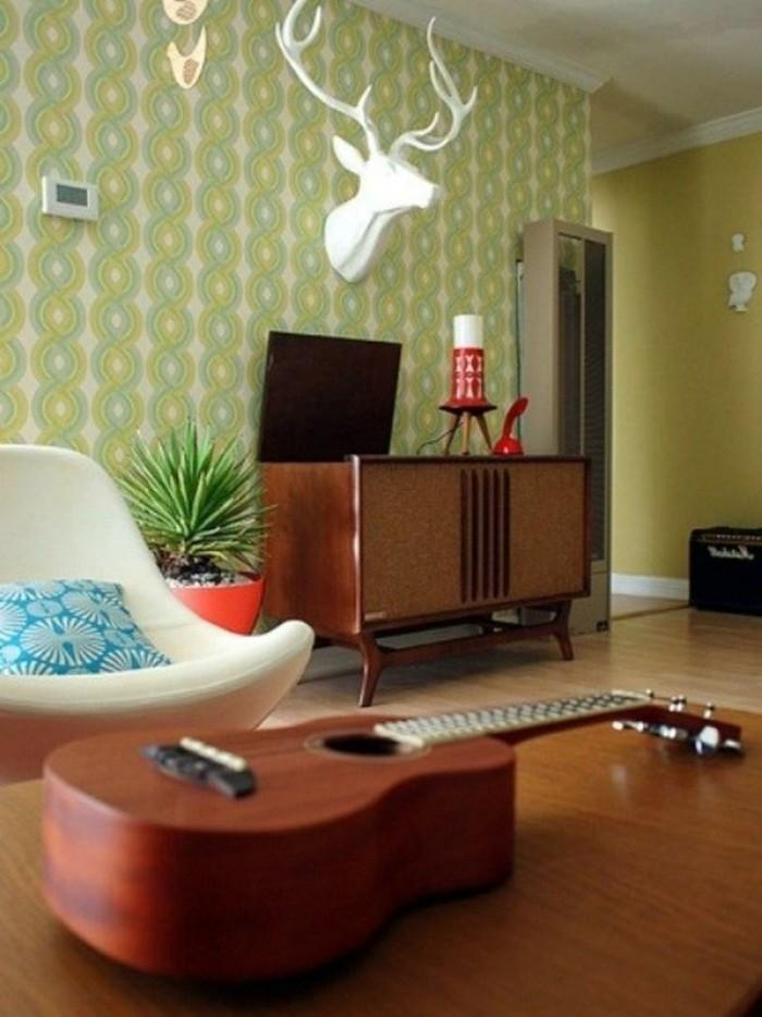 innendesign ideen retro wohnzimmer schönes tapetenmuster pflanze