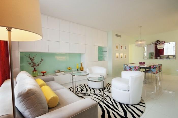 innendesign offener wohnplan art deco runder teppich zebra hellgrüne küchenrückwand