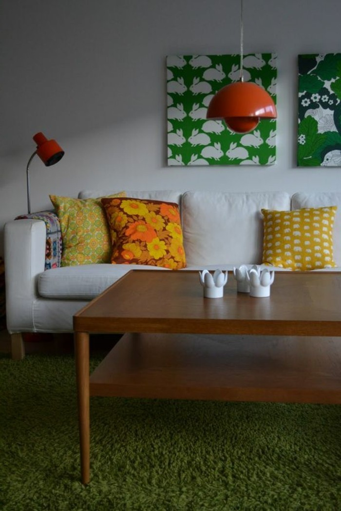 inneneinrichtung wohnideen wohnzimmer dekokissen grüner teppich hängelampe