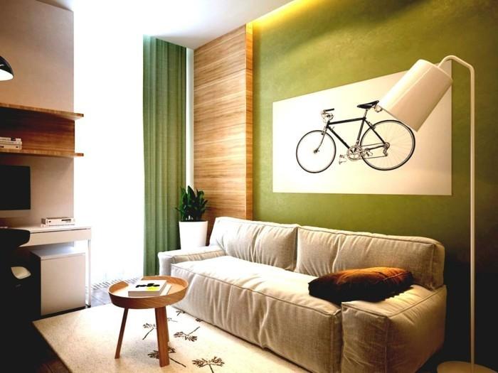 inneneinrichtung wohnzimmer grüne wand holzakzente helles sofa grüne gardinen