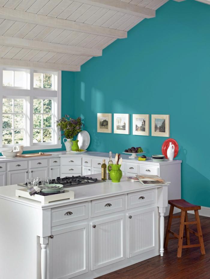 küchendesign grüne akzentwand weiße küchenmöbel