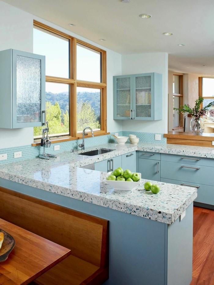 küchendesign hellblaue küchenmöbel und schöne mosaikfliesen