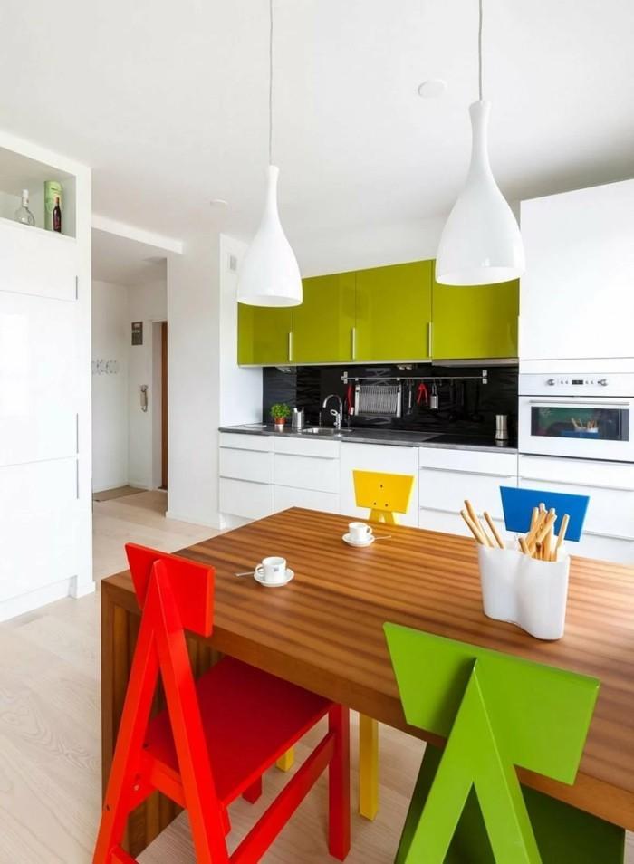 küchendesign mit krassen akzenten und farbkontrasten