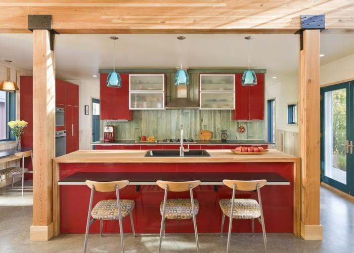 küchendesign rote küchenschränke rote kücheninsel holzakzente
