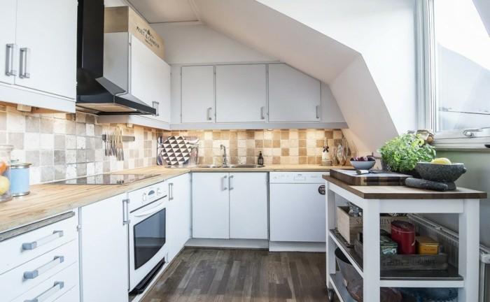 Dachgeschosswohnung kücheneinrichtung mansarde dachschräge deko ideen küche1
