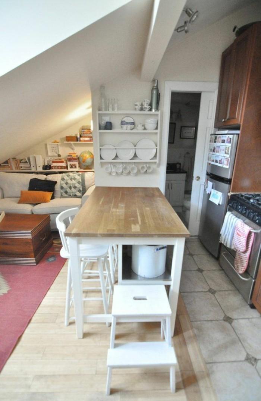 Dachgeschosswohnung kücheneinrichtung mansarde dachschräge deko ideen küche16