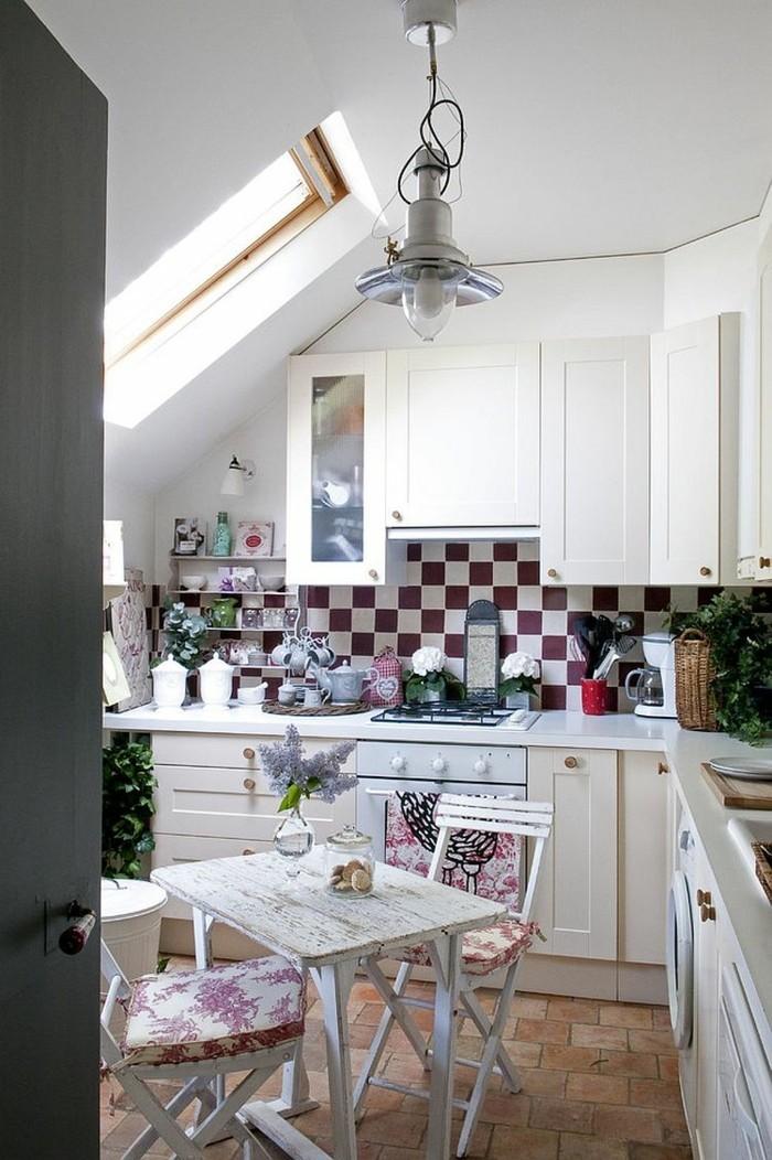 Dachgeschosswohnung kücheneinrichtung mansarde dachschräge deko ideen küche5