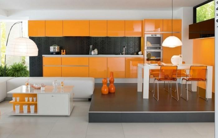 küchengestaltung küchenschränke in orange und schöne farbkontraste