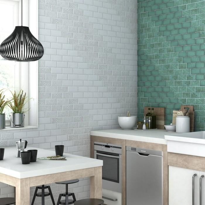 keramikfliesen wandfliesen küche weiß grün hängelampe