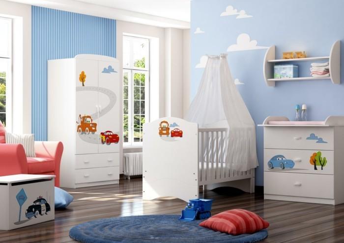 runde teppiche kinderzimmer babys streifentapete autos abbildungen weiße möbel oranger sessel