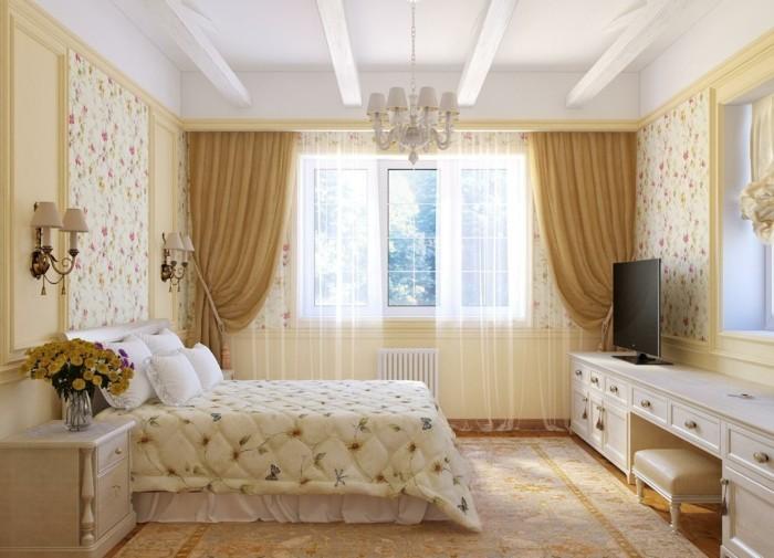 schlafzimmer gestalten luxuriöses interieur beigenuancen kombinieren florale akzente