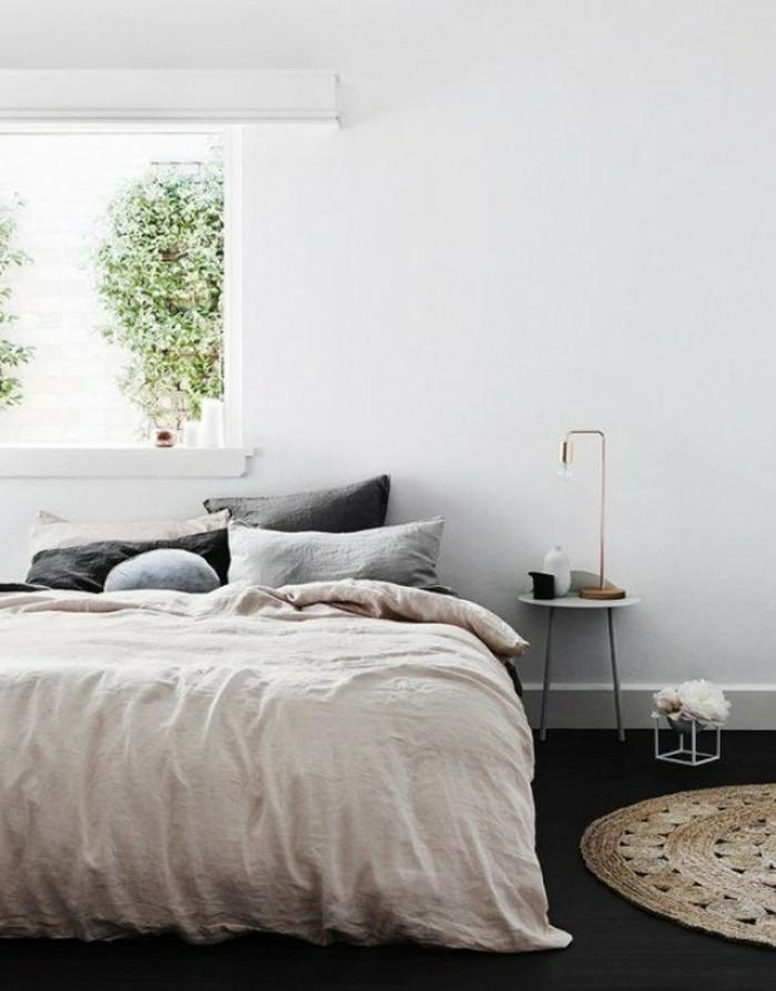 schlafzimmer gestalten runder teppich dunkler bodenbelag fenster