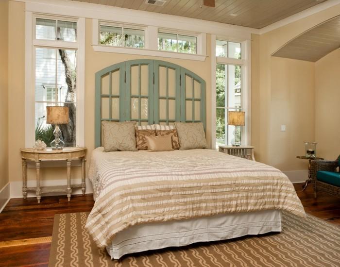 schlafzimmer gestalten rustikale elemente grünes bettkopfteil teppich