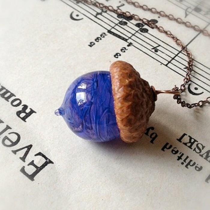schmuckanhanger abuntes glas blau eichel handmade schmuck halsanhanger