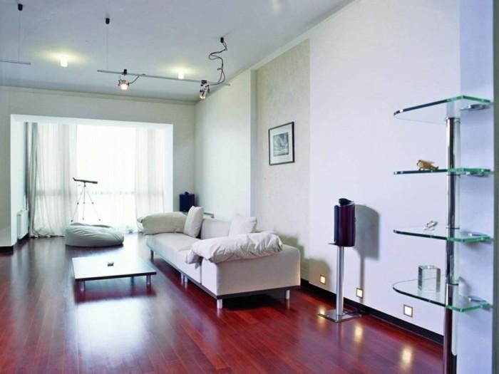 sitzsack wohnzimmer weiße möbel helle wände luftige gardinen