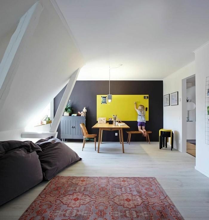 skandinavisch einrichten schwarze akzentwand gelbe akzente offener wohnplan