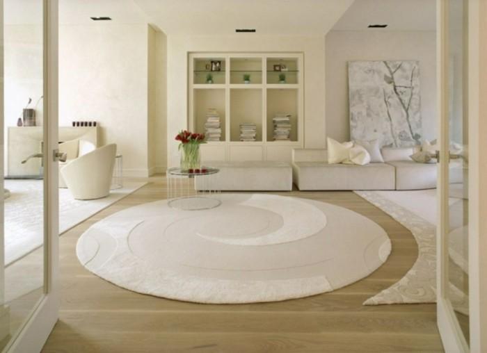 teppich rund wohnzimmer helle wände blumendeko