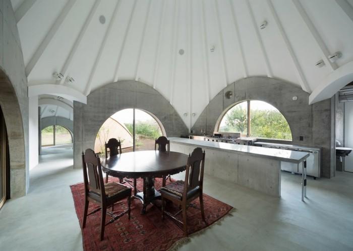 tipi zelt holzhauser betonhauser wohnbereich runder esstisch