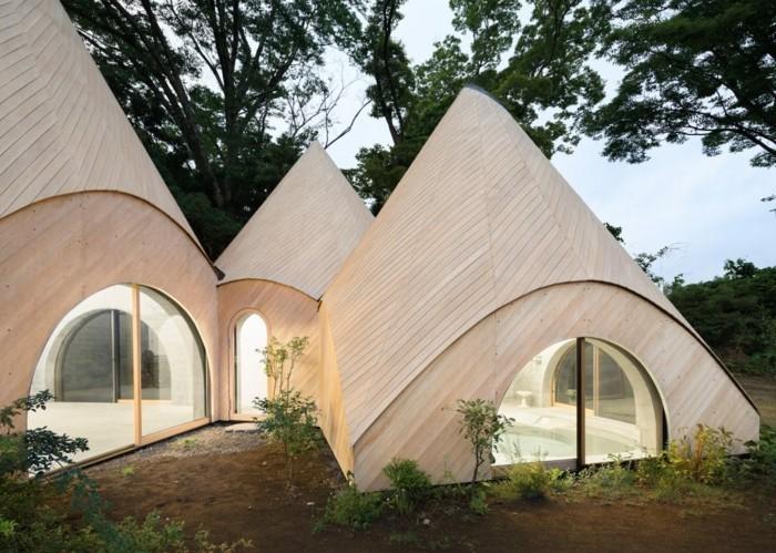 Moderne japanische häuser in form von einem tipi zelt