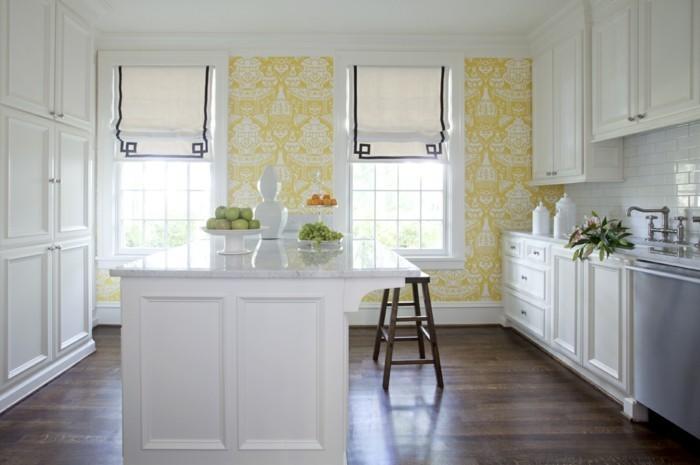 wandgestaltung ideen küche tapete weiße küchenmobel dunkler bodenbelag