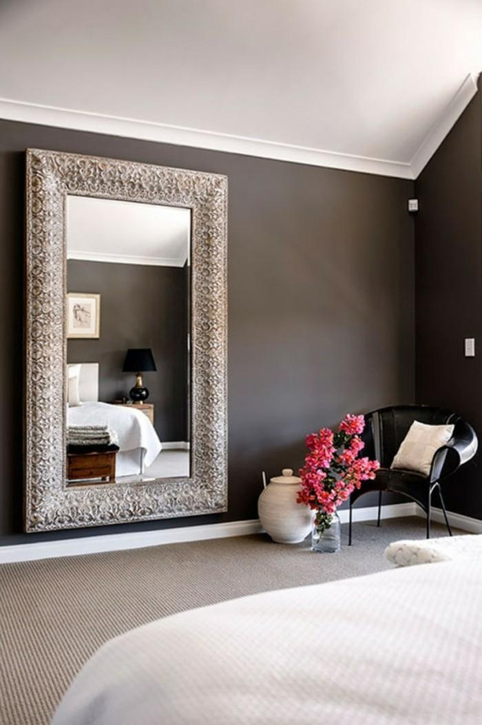 wandgestaltung ideen schlafzimmer großer wandspiegel dunkle wände