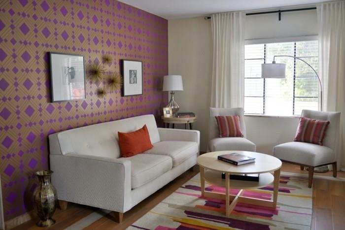 wohneinrichtung ideen wohnzimmer schöne wandtapete cooler retro teppich weiße möbel