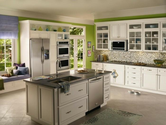 wohnideen küche grüne wandfarbe erholungsecke fensterbank