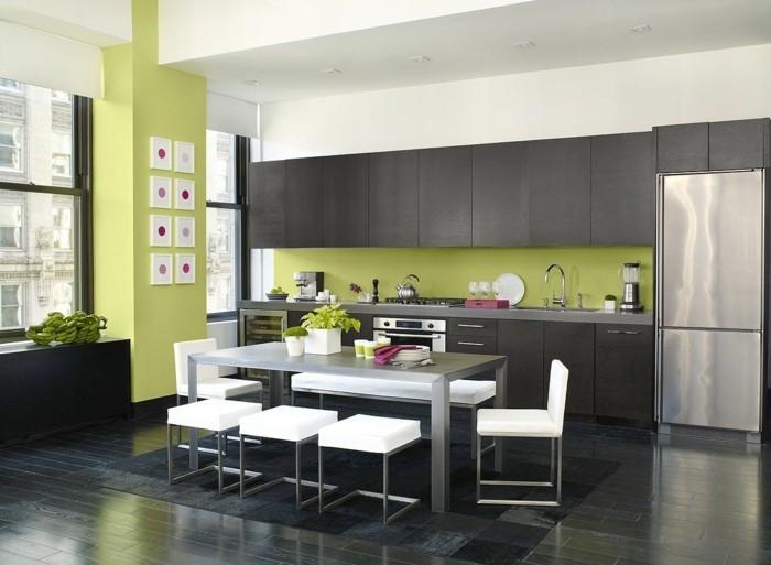 wohnideen küche grüne wandfarbe schwarzer bodenbelag
